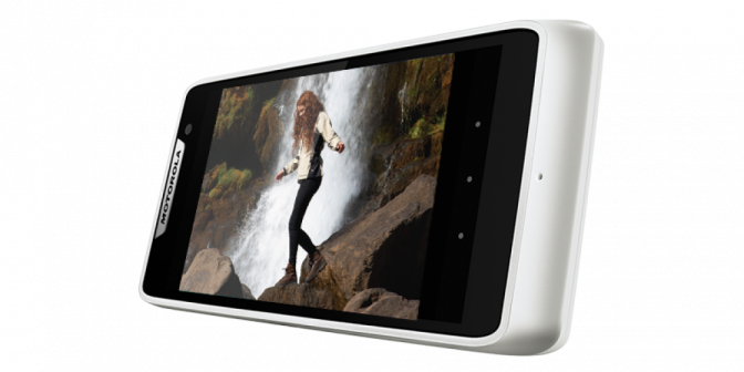 Smartphones Motorola Razr D3 e D1 - Dual Chip, TV, BSI, HDR, GPS, USB, Câmera 8MP / 5MP